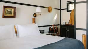 Frette Italian sheets, premium bedding, minibar, free WiFi