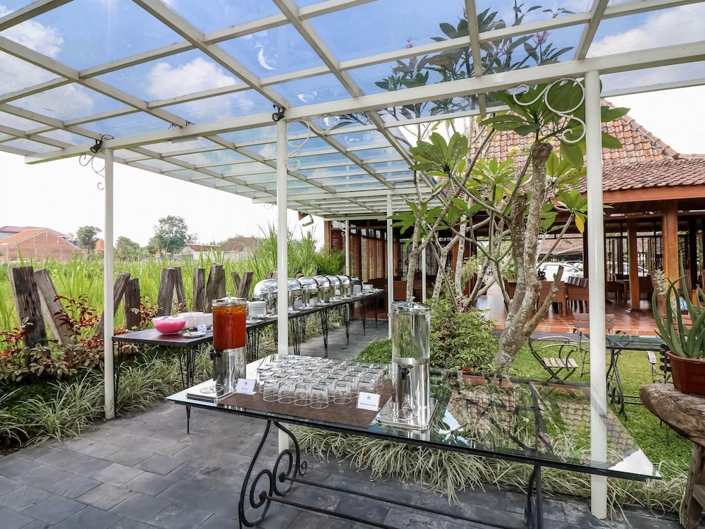 Book nida rooms gito gati tugu jogja sleman hotel deals for Terrace yogyakarta