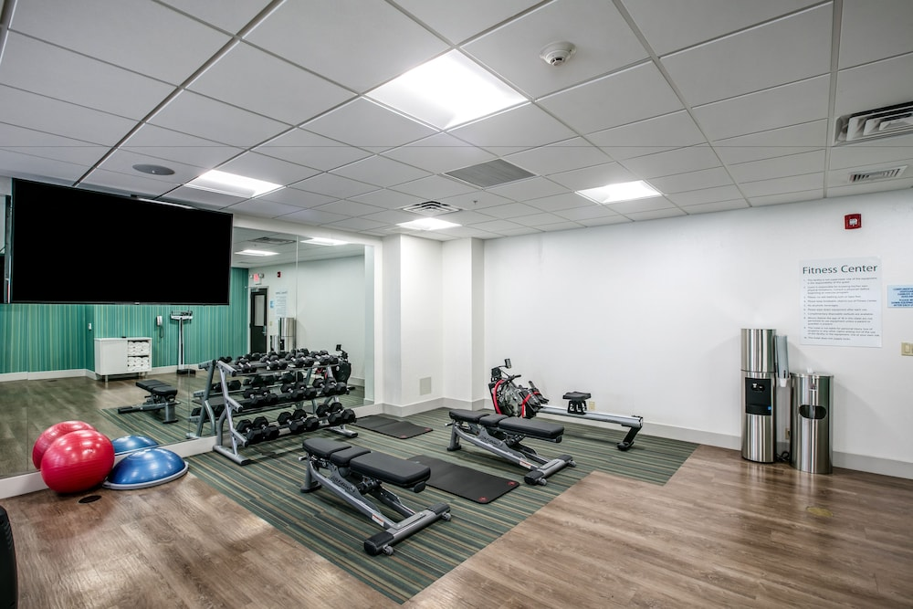 Fitness Facility, Holiday Inn Express & Suites Jersey City North - Hoboken