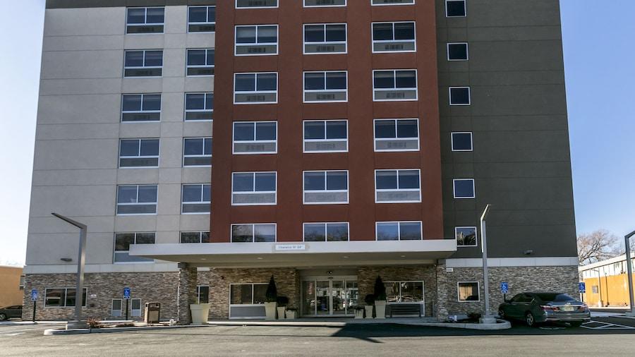 Holiday Inn Express & Suites Jersey City North - Hoboken, an IHG Hotel