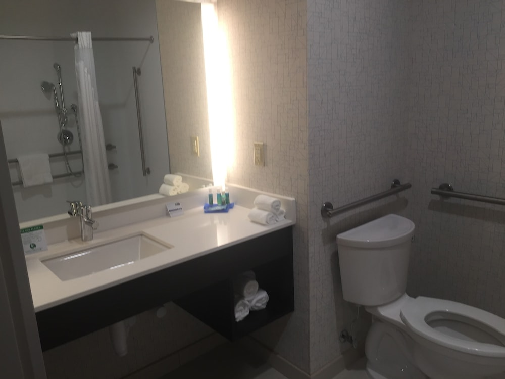 Bathroom, Holiday Inn Express & Suites Jersey City North - Hoboken