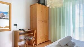 Desk, cribs/infant beds, free WiFi