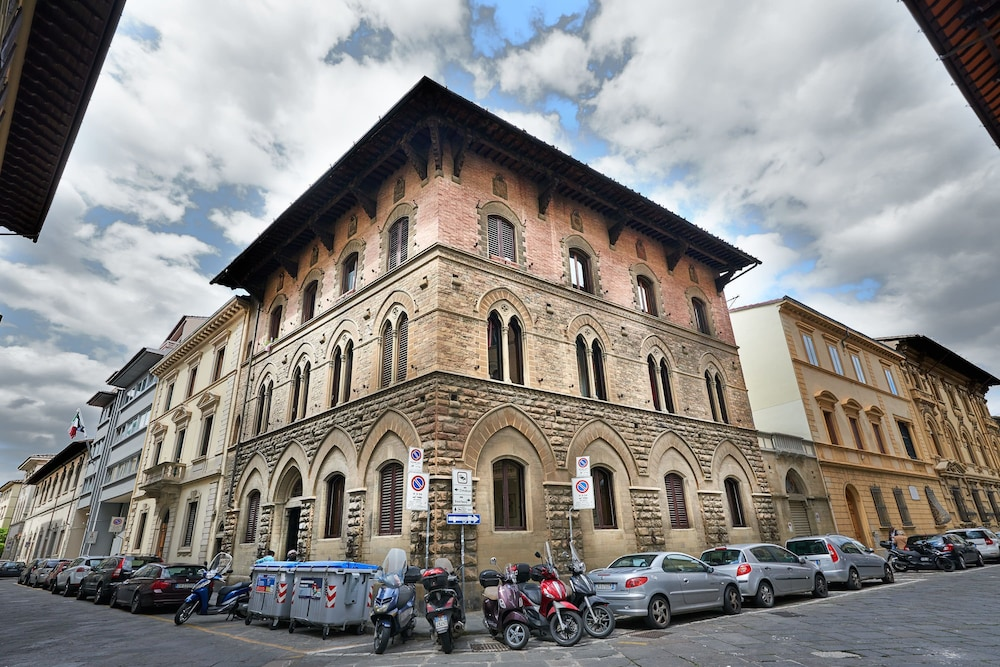 Exterior, My Guest In Florence