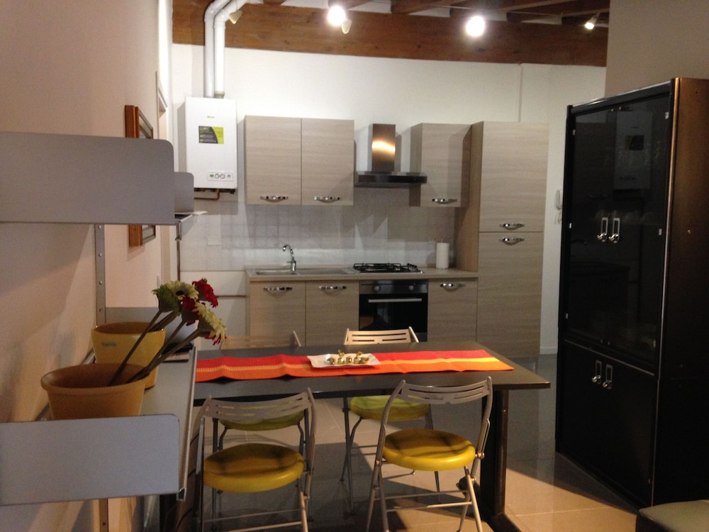 Shared Kitchen, Milano Canal Apartments