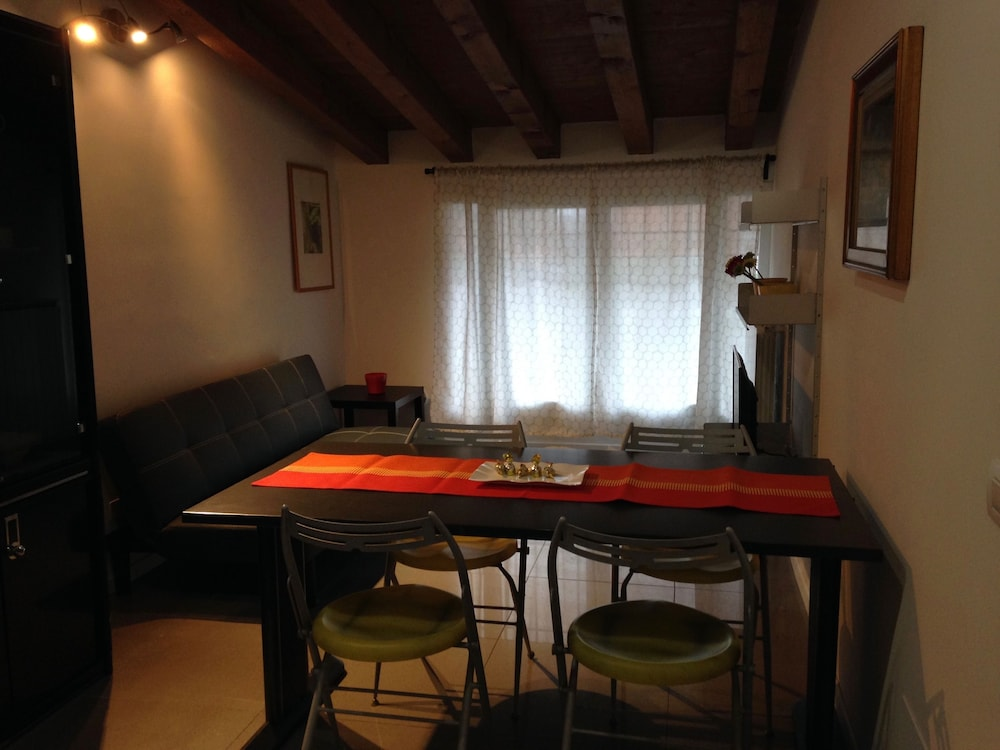 In-Room Dining, Milano Canal Apartments