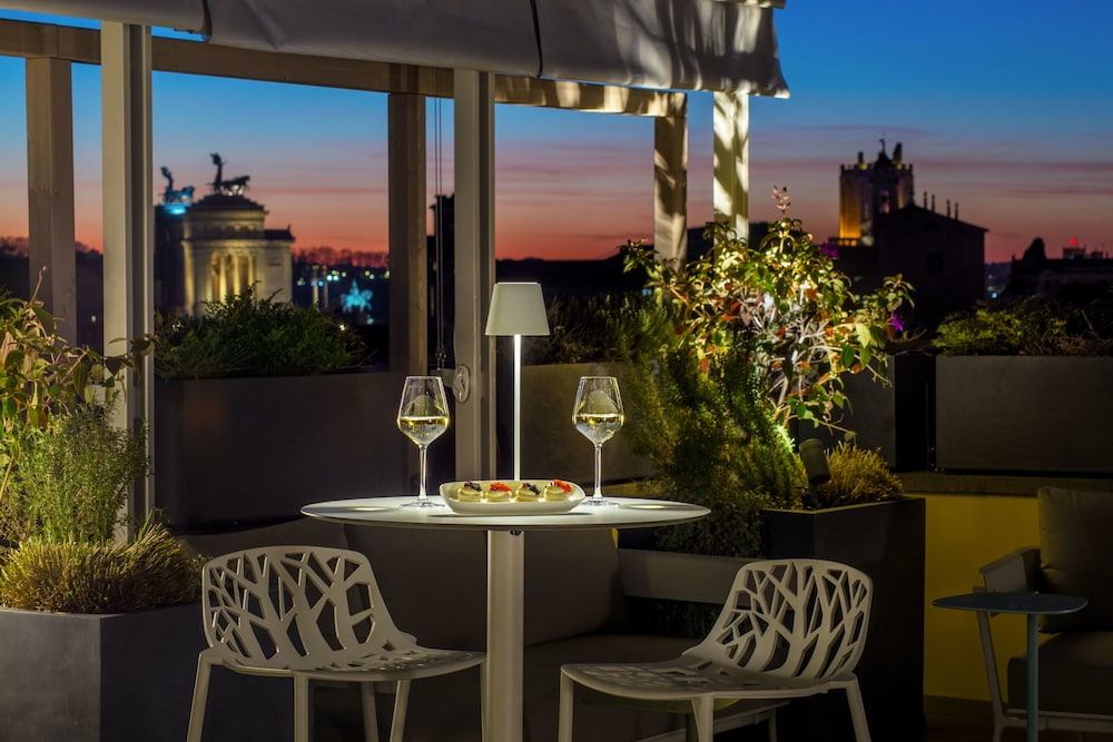 Outdoor Dining, Monti Palace Hotel