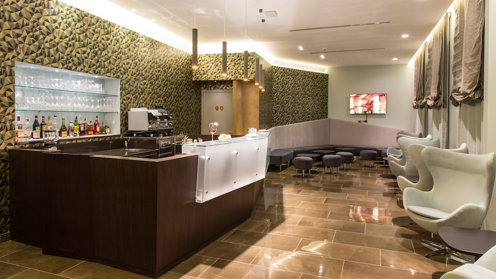 Snack Bar, Monti Palace Hotel