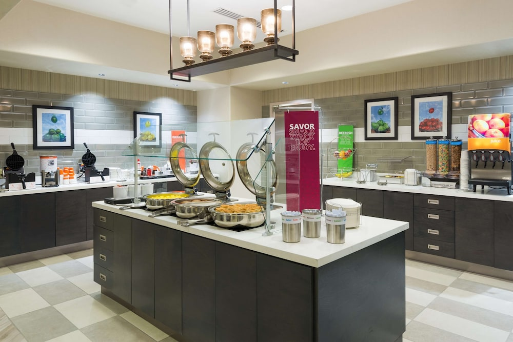 Breakfast buffet, Hampton Inn & Suites Tampa Airport Avion Park Westshore