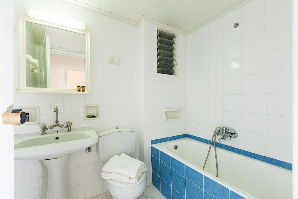 Castello bianco aparthotel r thymnon gr ce for Salle de bain xxs
