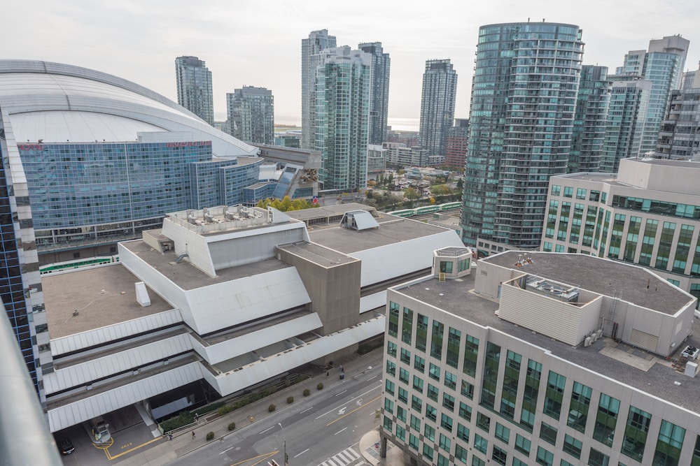 Grand Royal Condos Cn Tower Deals Reviews Toronto Canada Wotif