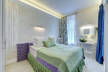 Luxury apartments on Nevsky 22
