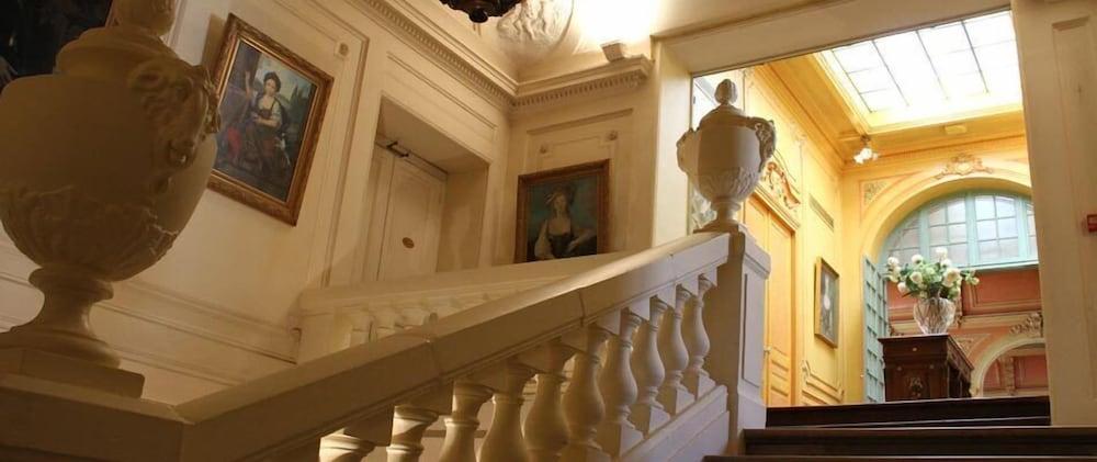 Book h tel de france versailles paris hotel deals for Hotel de france booking