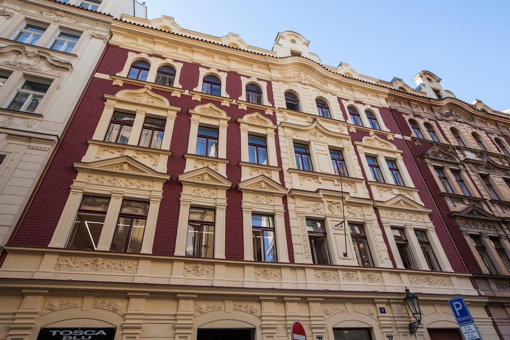 Gorgeous prague rooms deals reviews prague czech for Prague accommodation
