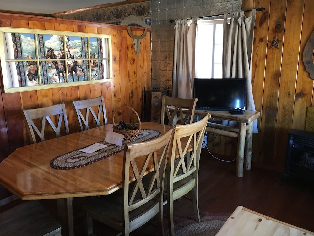 In-Room Dining, Chinook Cabins & RV Park