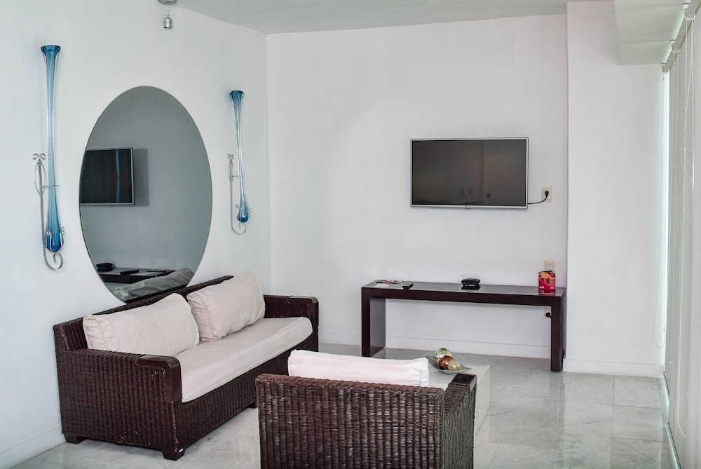 Living Room, Park Royal Beach Mazatlán