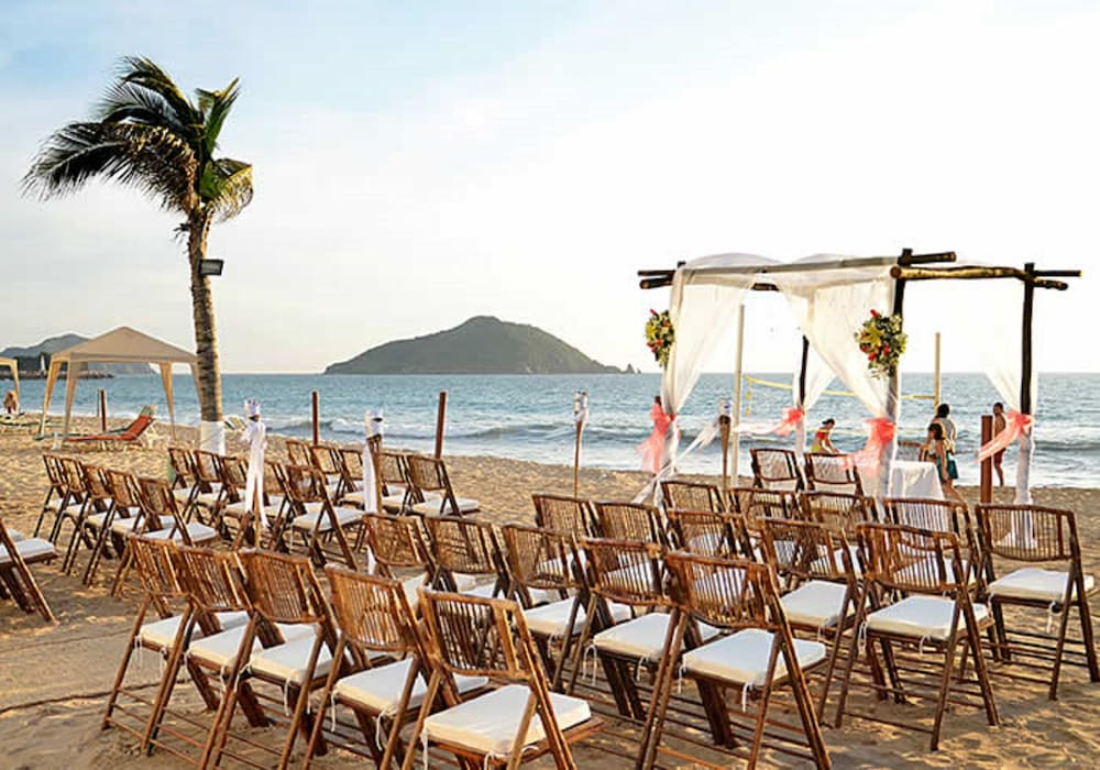Outdoor Wedding Area, Park Royal Beach Mazatlán