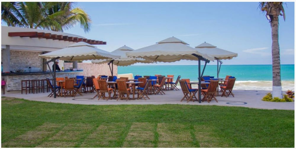 Outdoor Dining, Park Royal Beach Mazatlán
