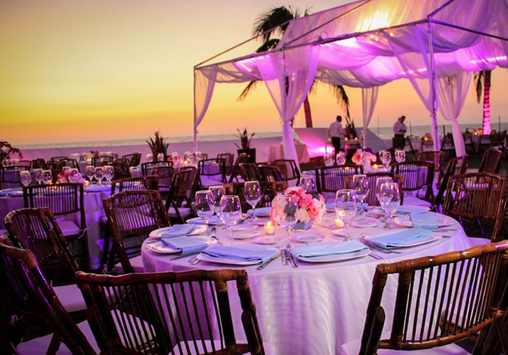 Outdoor Banquet Area, Park Royal Beach Mazatlán