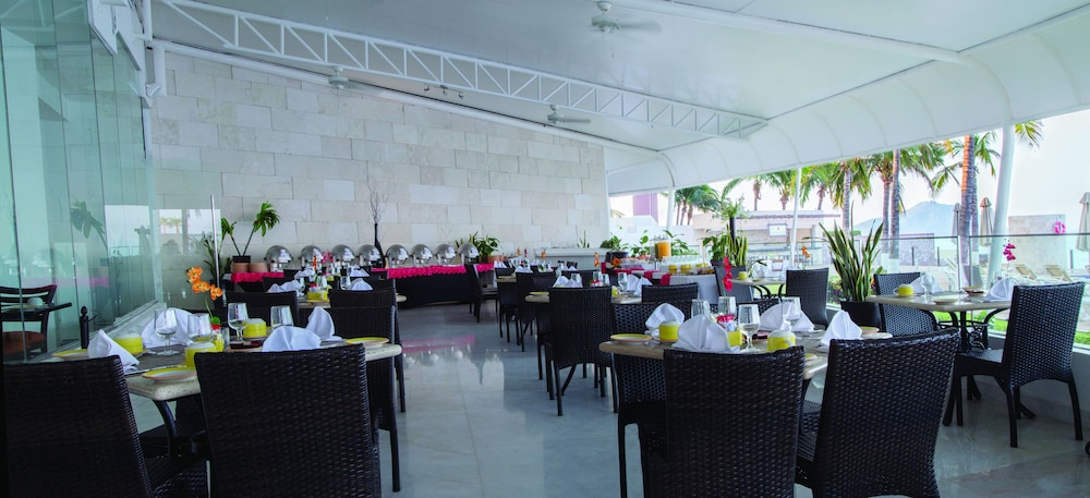 Restaurant, Park Royal Beach Mazatlán
