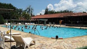 Piscina interna, 4 piscinas externas