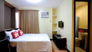 客房内保险箱、办公桌、免费 WiFi、床单