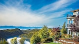 Villa Eyrie Resort - Malahat Hotels