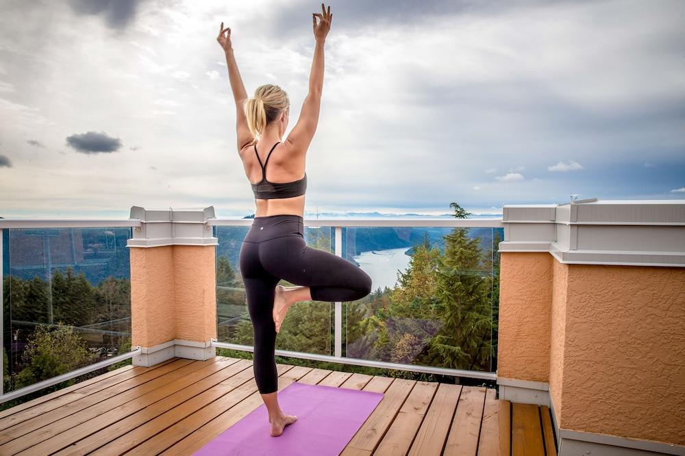 Yoga, Villa Eyrie Resort