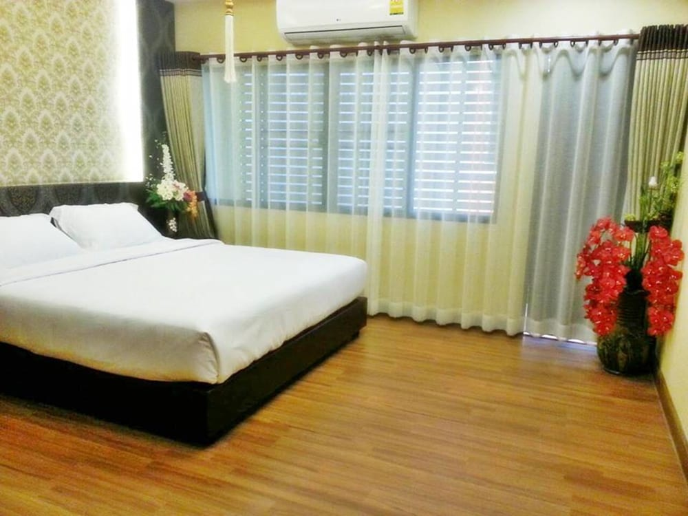 Room, Banphung Hernkarn Resort