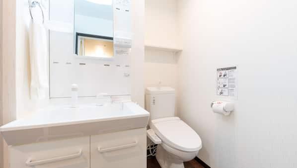 Separate tub and shower, deep soaking tub, free toiletries, hair dryer