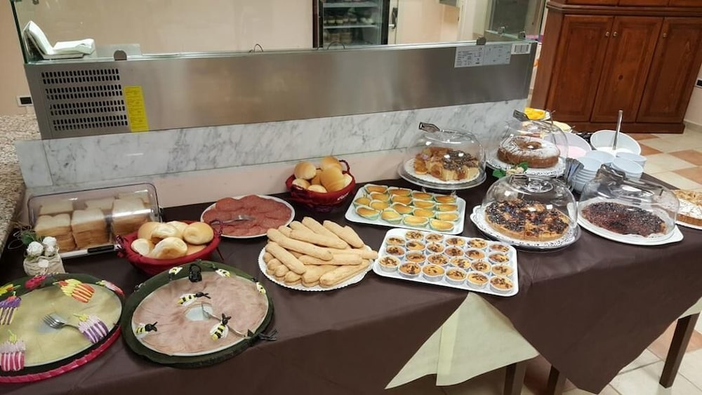 Breakfast buffet, Hotel Balai