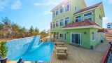 Lime Beach Pension - Gangneung Hotels
