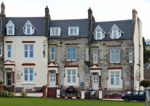 Corran House Guest House & Hostel
