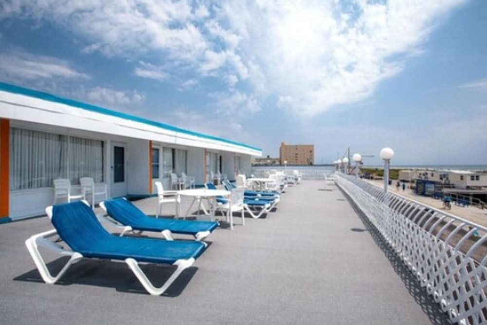 Sundeck, Quality Inn Boardwalk Wildwood Oceanfront