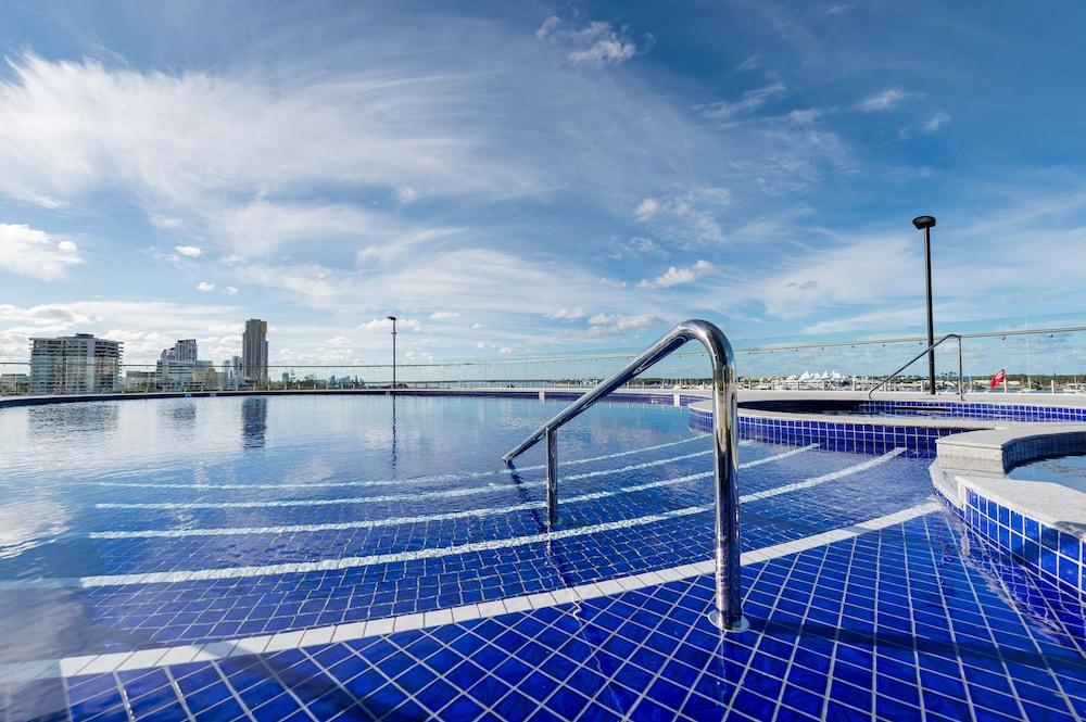 Meriton Suites Southport Gold Coast Deals Reviews Southport Aus Wotif