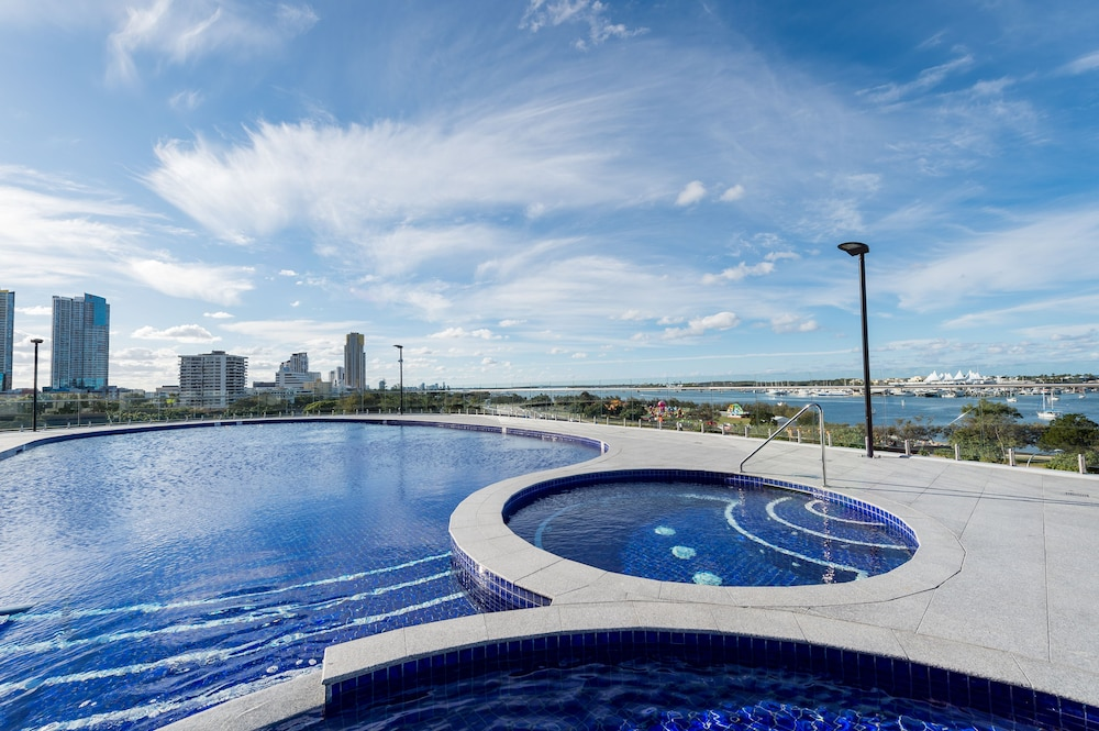 Meriton suites southport gold coast southport aus expedia reheart Image collections