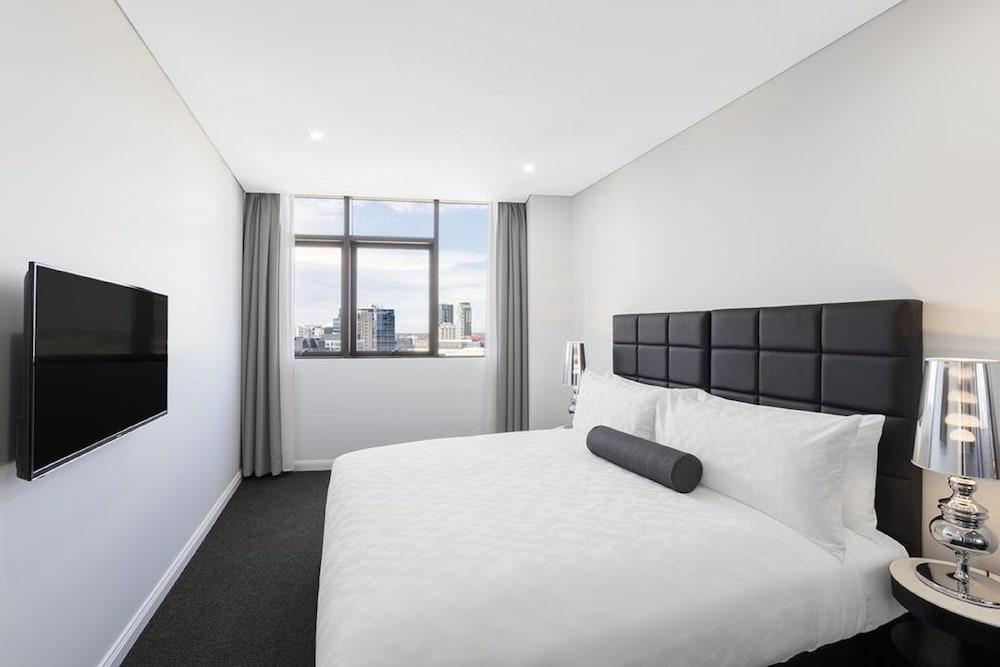 Meriton suites church street parramatta deals reviews for Cheap bedroom suites deals