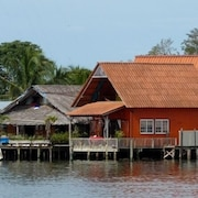 Orange House - Over the Water Rental