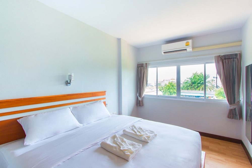 Room, Phet Phangan