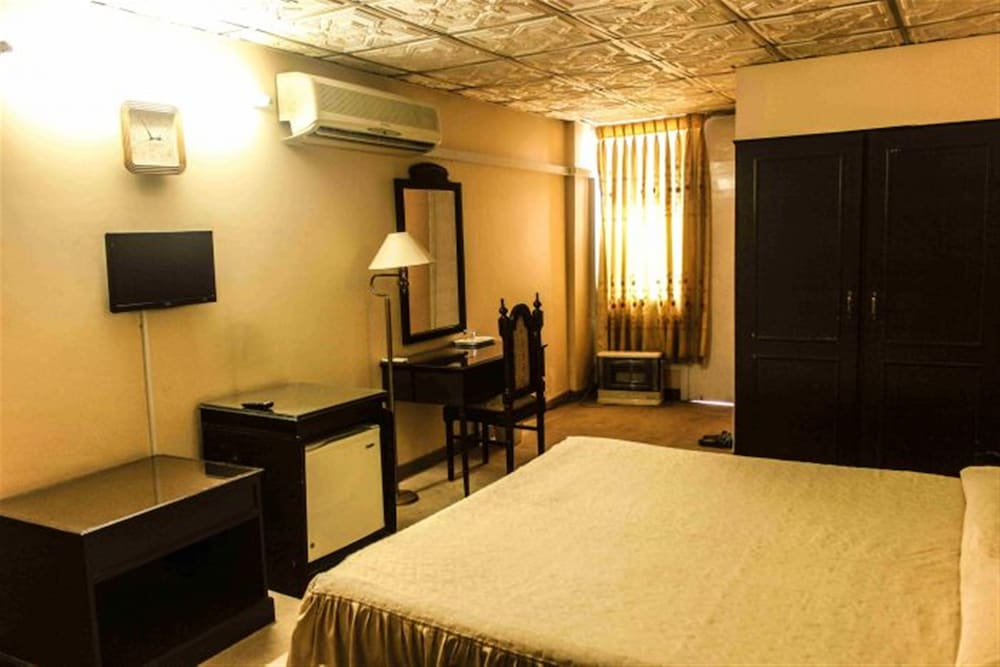 Room, Hill View Hotel
