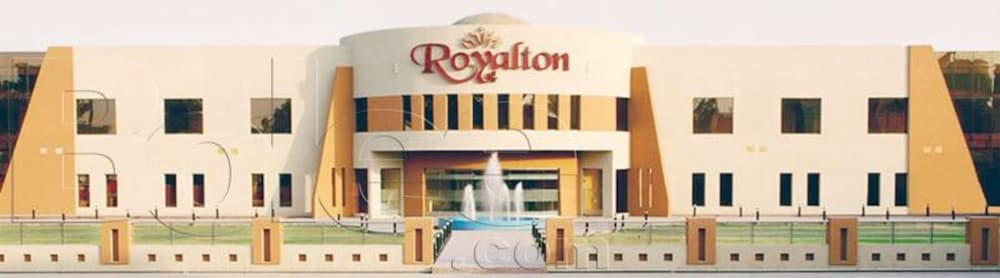 Front of Property, Royalton Hotel