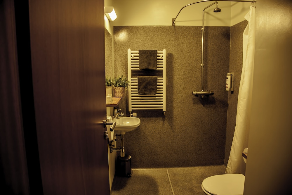 Bathroom, Gauksmýri Lodge