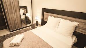 3 bedrooms, premium bedding, desk, blackout drapes