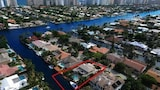 Salty Bungalow Intercoastal Private Home - Fort Lauderdale Hotels