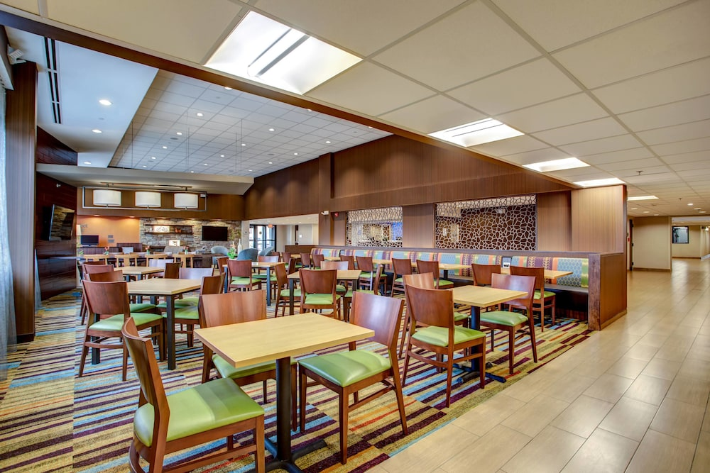 Restaurant, Fairfield Inn & Suites Springfield Holyoke