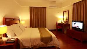 房內夾萬、窗簾、摺床/加床 (收費)、免費 Wi-Fi