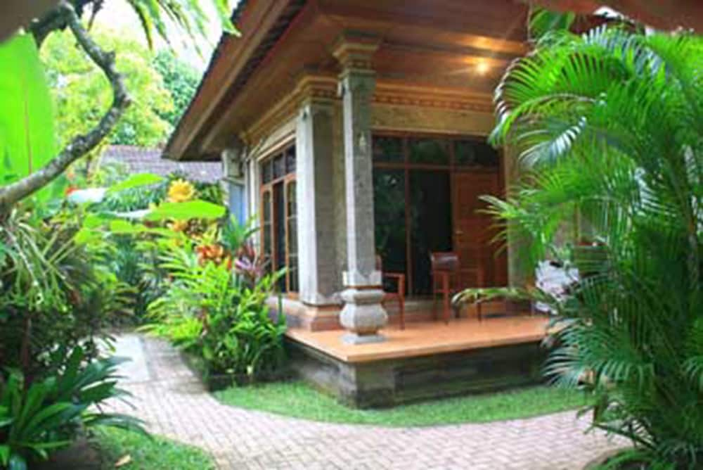 Jepun bali hotel deals reviews kuta idn wotif for Terrace 8 residence kuta