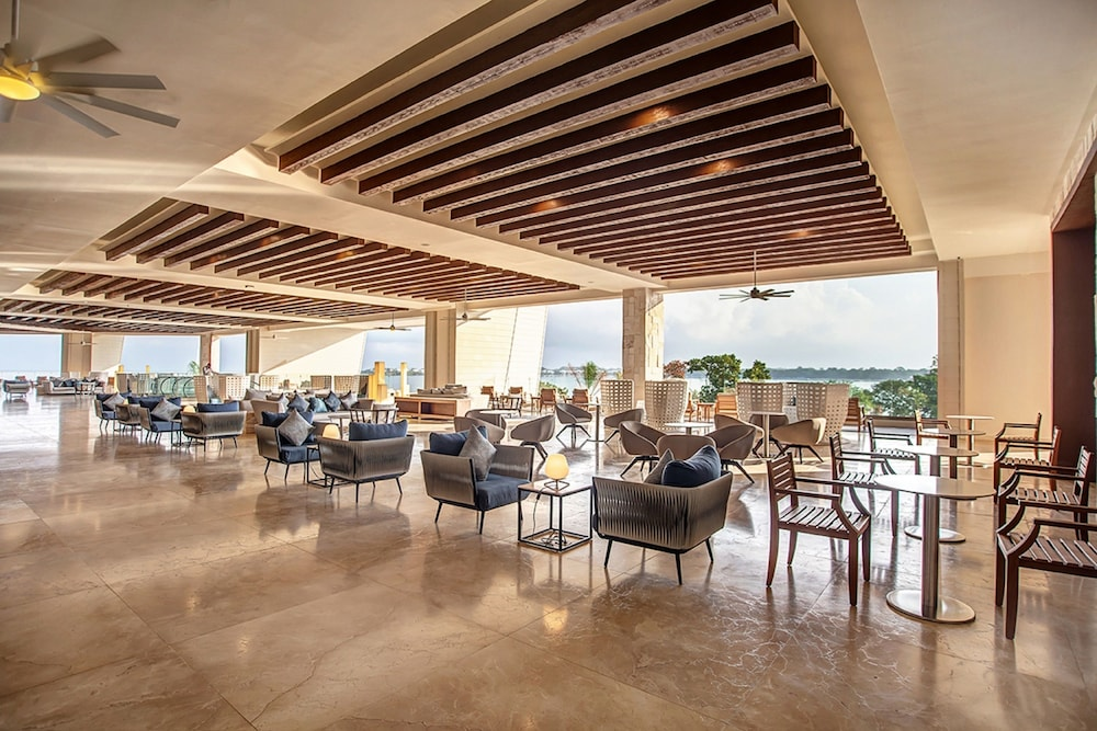 Lobby Lounge, Royalton Negril Resort & Spa - All Inclusive