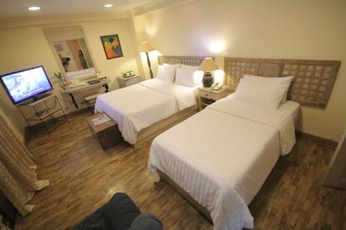 Roxas President's Inn