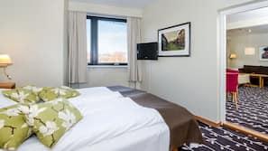 Pillowtop beds, desk, free WiFi, linens