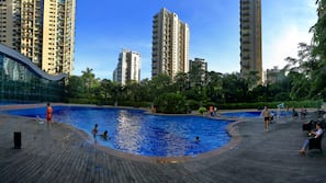 室內泳池、室外泳池